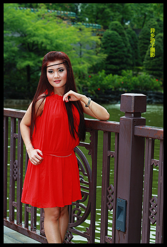 假日倩影___印尼女佣(红色便装裙)原创