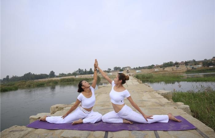 汶河.瑜伽
