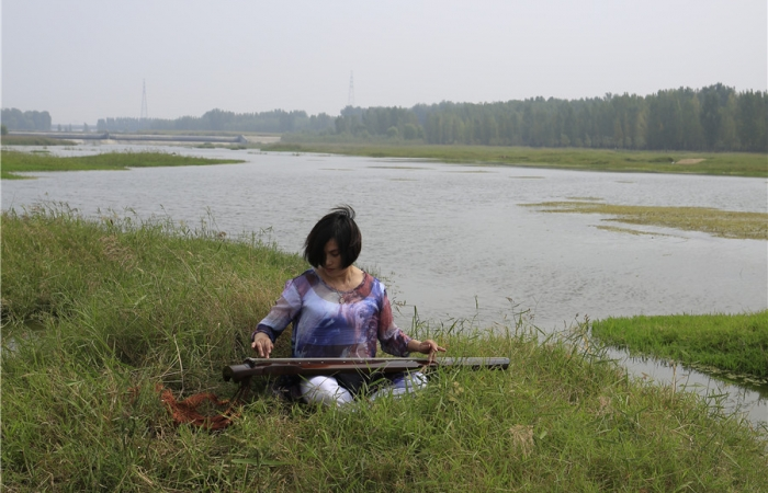 抚琴汶河畔