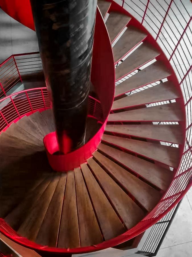 红色旋转楼梯(手机拍)