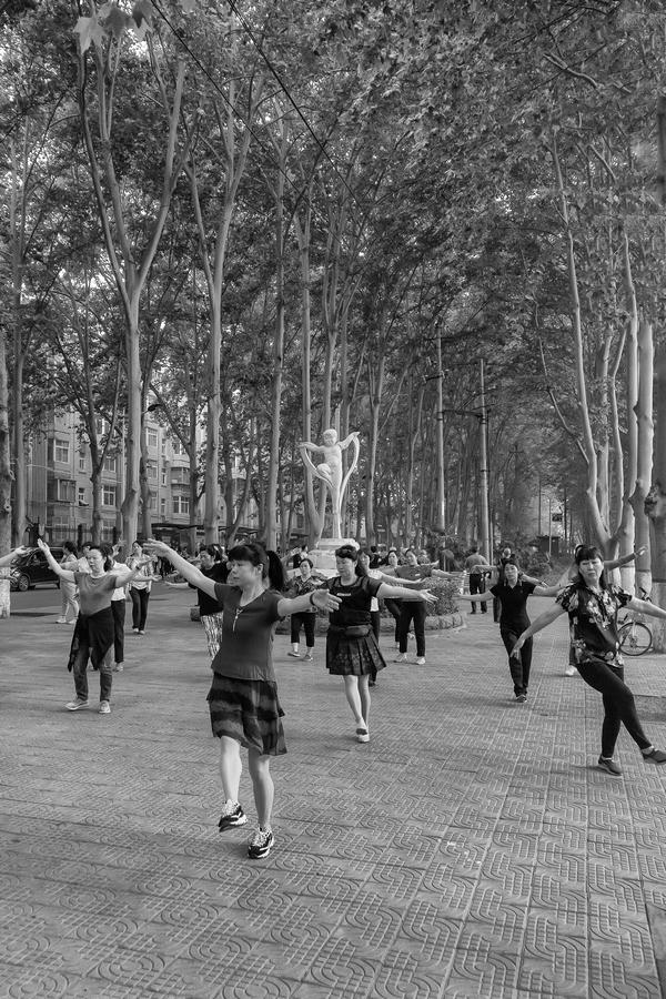 街拍33(跳舞)