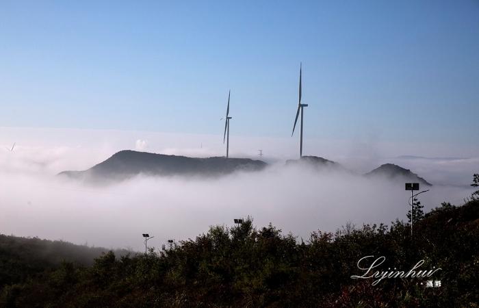 摄影习作----云雾缭绕刘备山(山西阳泉)