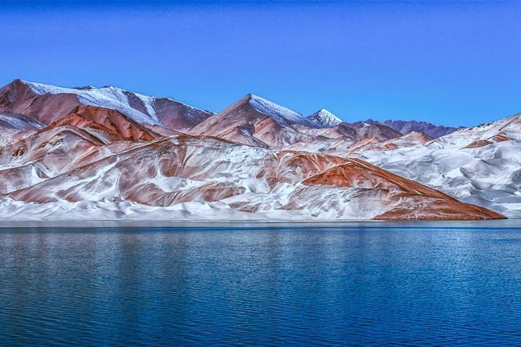新疆白沙湖